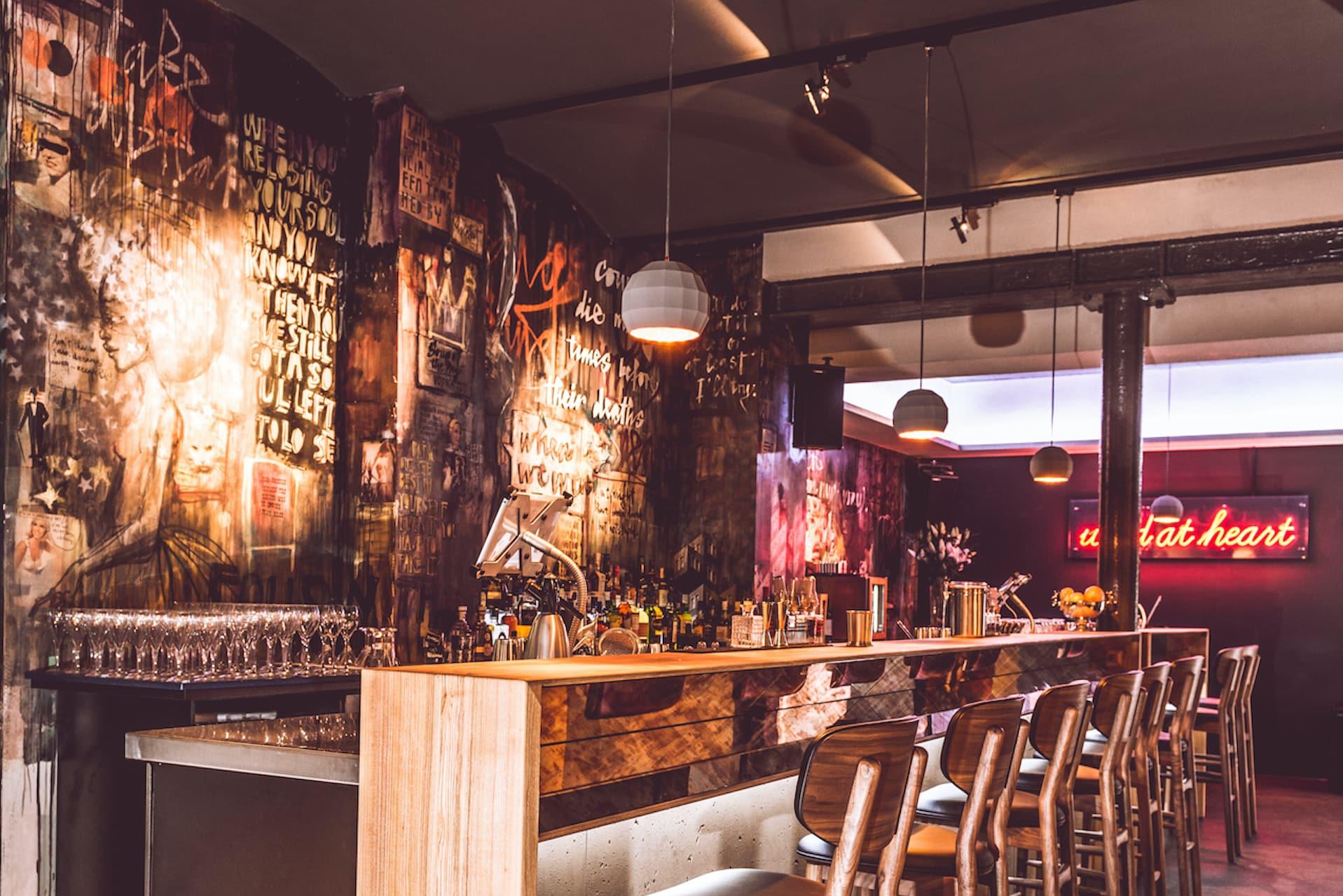 Chinaski_Club lange Bar