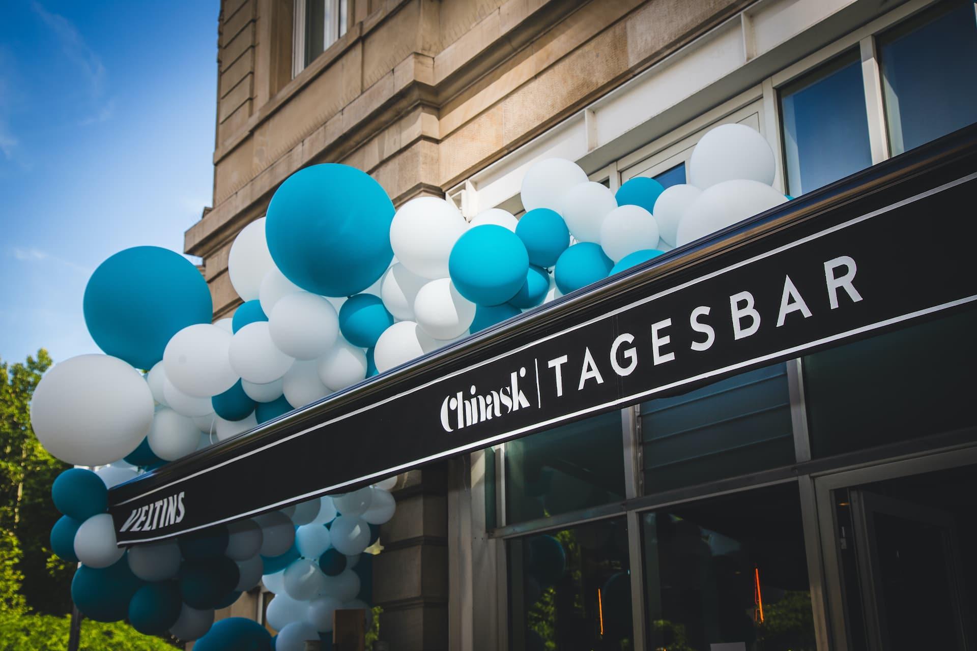 Chinaski_Tagesbar_Ballons Terrasse