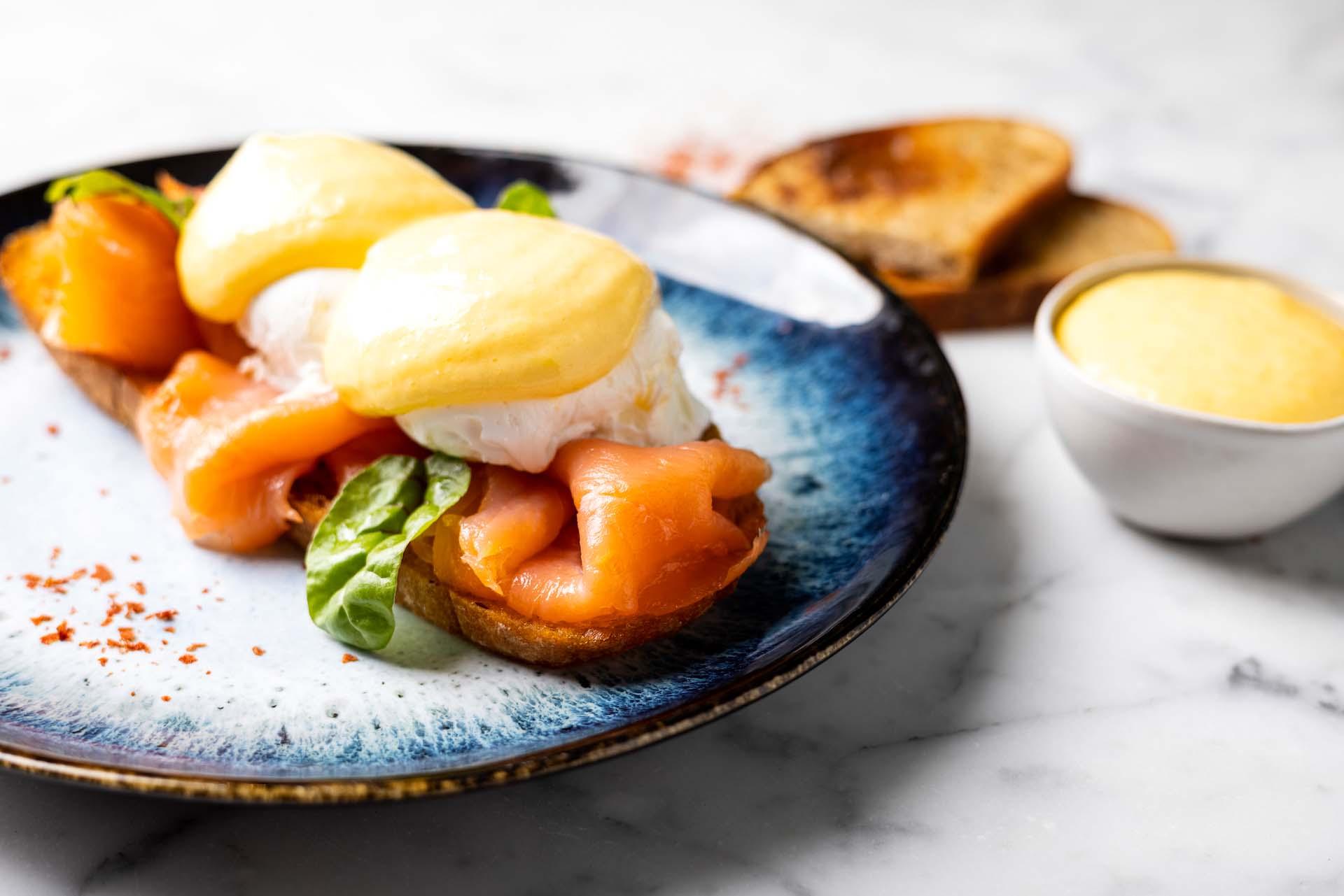 Chinaski_Tagesbar_Eggs Benedict Salmon Close up