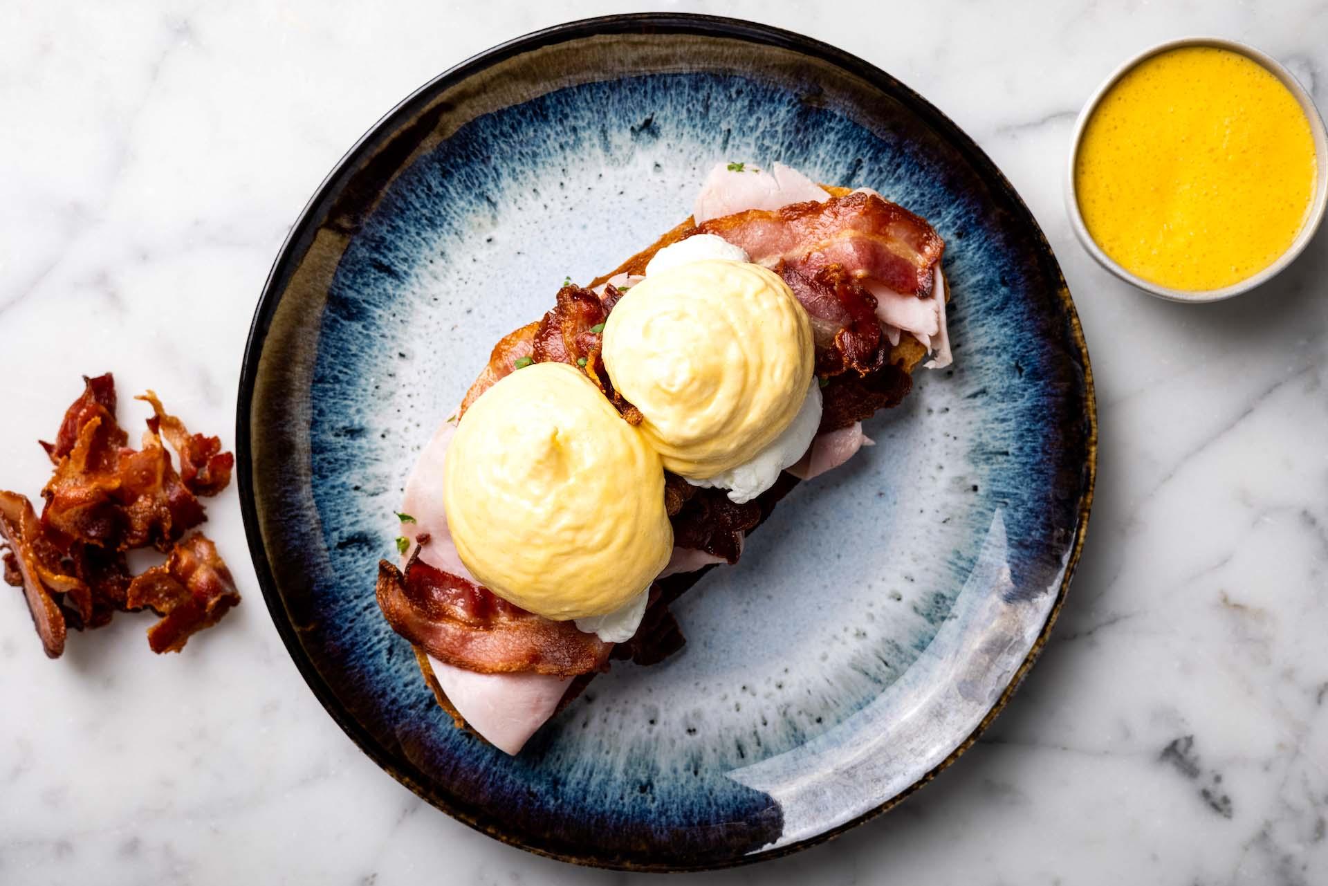 Eggs Benedict Ham & Bacon